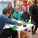 Julskyltning av LEGO -Bremlerbrick i full färd med LEGO Julgranen