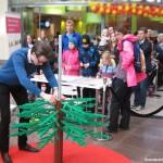 Julskyltning av LEGO Gabriel bygger Julgran Skärkolmens Centrum