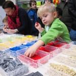 Julgran av lego lockade många besökare till legobygge