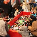 Julevent i Huddinge Centrum lockade till legobygge