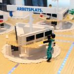 Arbetsplats av LEGO modell av Dustins nya kontor