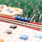Detaljvy i Legoprototyp visualiserar fyrspår mellan Märsta och Uppsala