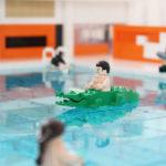 Legomodell illustrerar vattenlek i Järfällas nya simhall